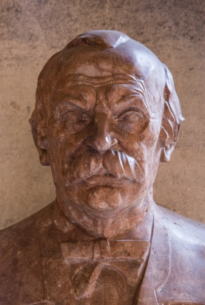 Julius Tandler (1869-1936), Nr 76 bust (marble) in the Arkadenhof of the University of Vienna-2313-HDR