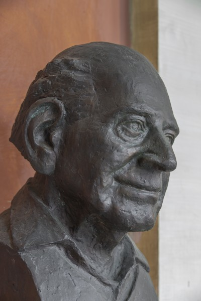 Karl Popper (1902-1994), Nr. 104 bust (bronce) in the Arkadenhof of the University of Vienna-2486