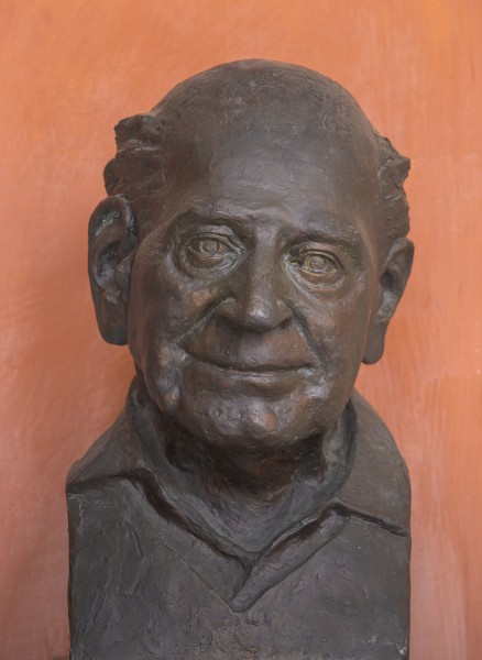 Karl Popper (1902-1994), Nr. 104 bust (bronze) in the Arkadenhof of the University of Vienna-2480