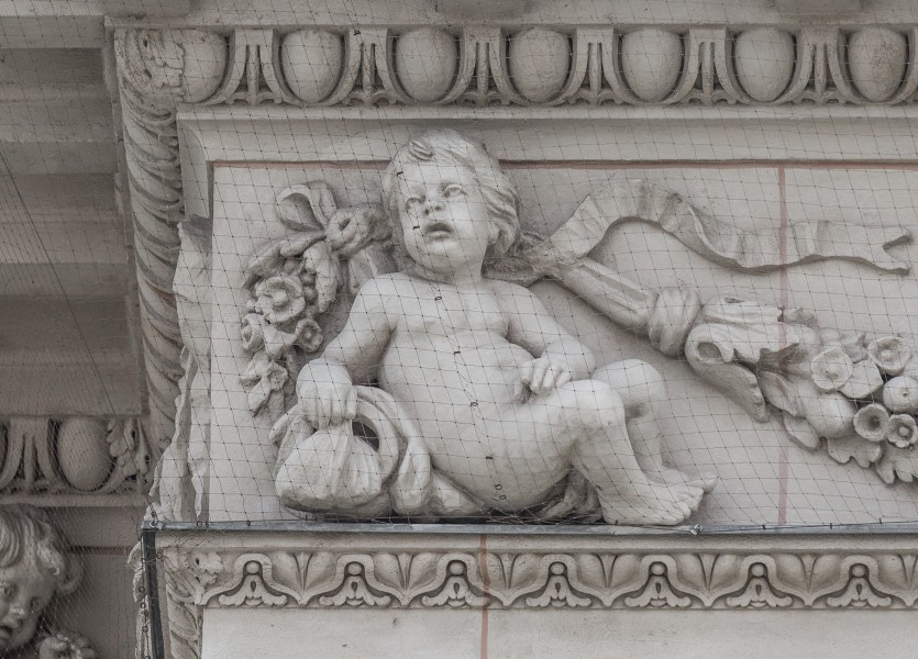 Putto 10 at the NHM Vienna, Medium Avant-corps Bellariastraße-3678