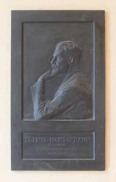 Zdenko Hans Skraup (Nr. 64) relief in the Arkadenhof, University of Vienna-9317-Bearbeitet