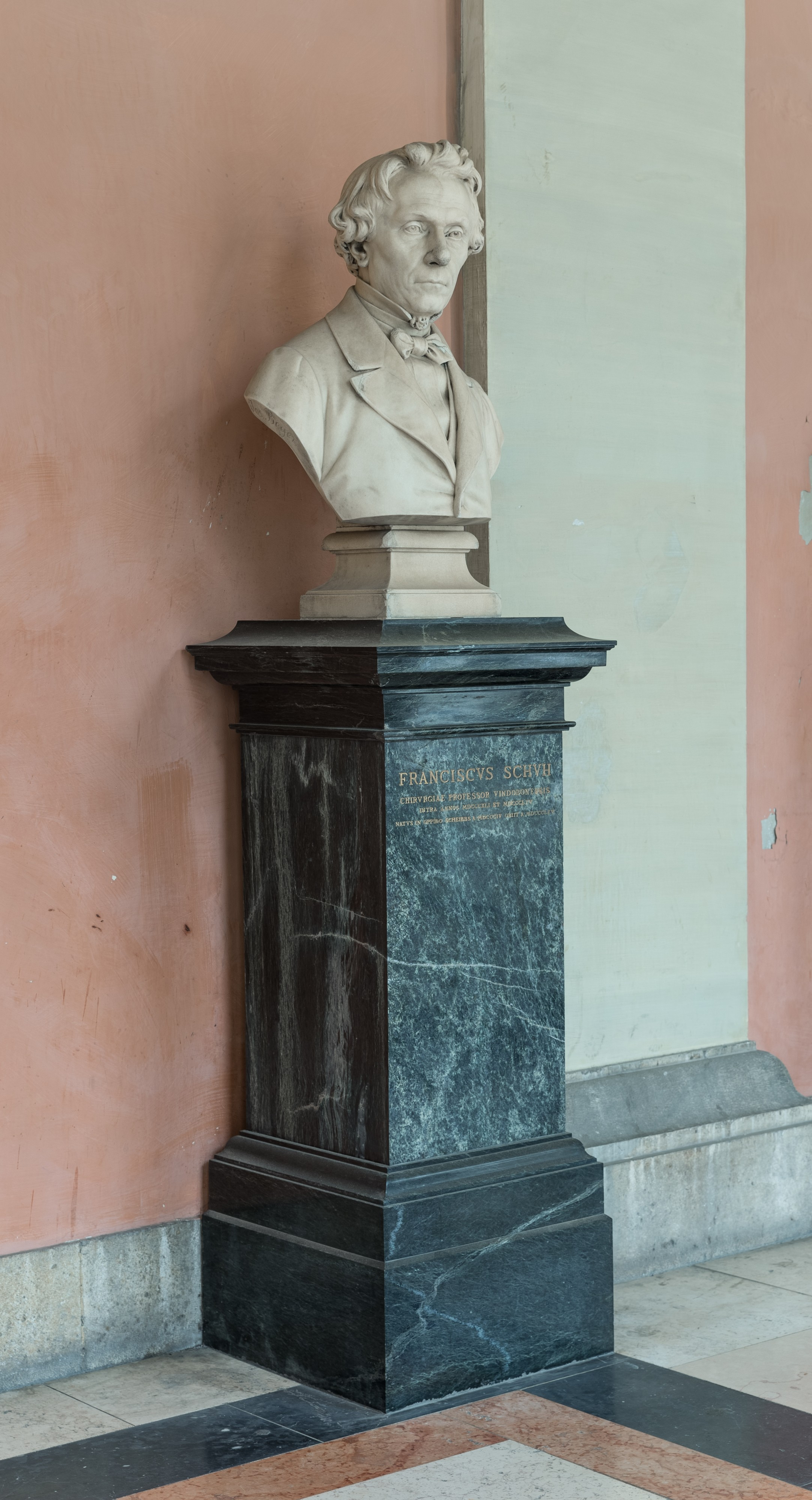 Franz Schuh (1865-1935), Nr. 115, bust (marble) in the Arkadenhof of the University of Vienna 2592