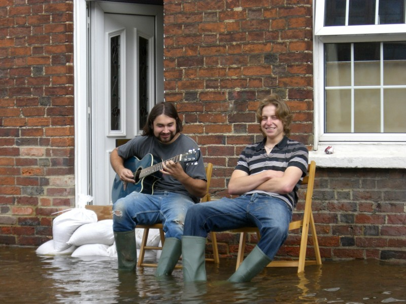 UK 2007 floods musicians