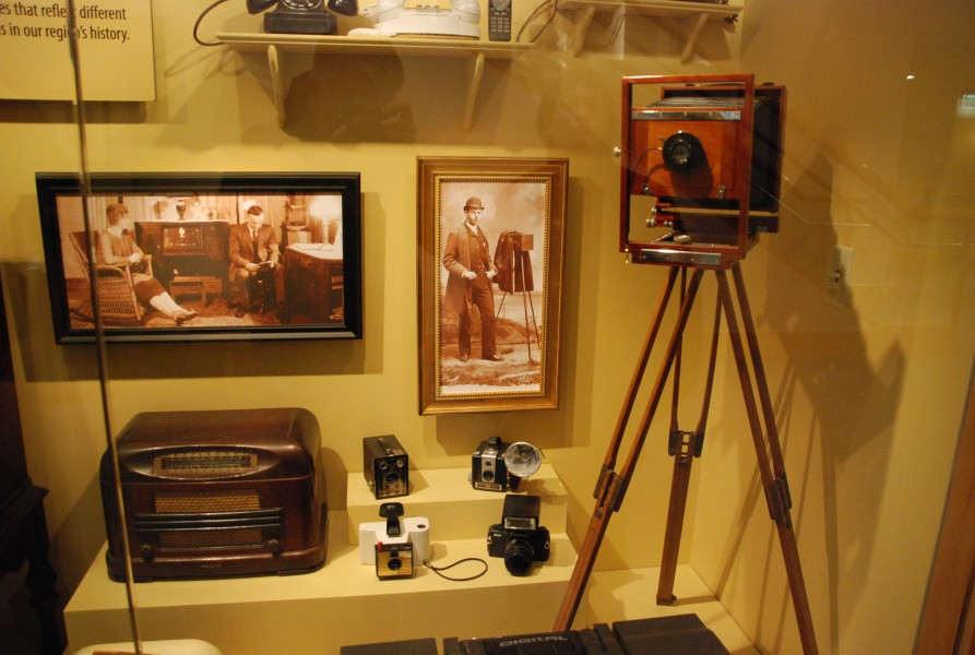 Cameras on display -- Kalamazoo Valley Museum 005 (6780371872)