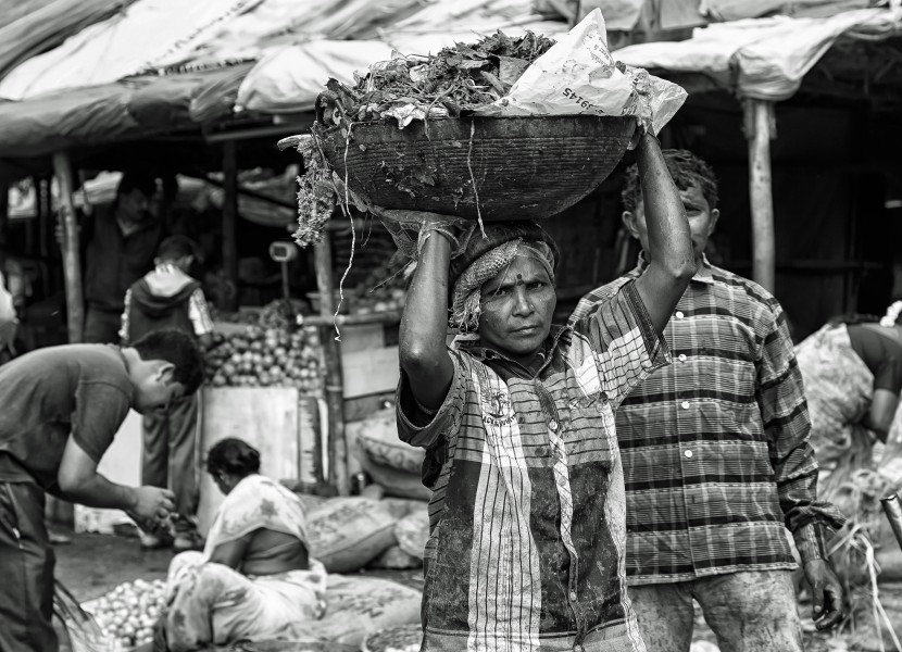Early Morning at the KR Market (b&w) (15004502944)