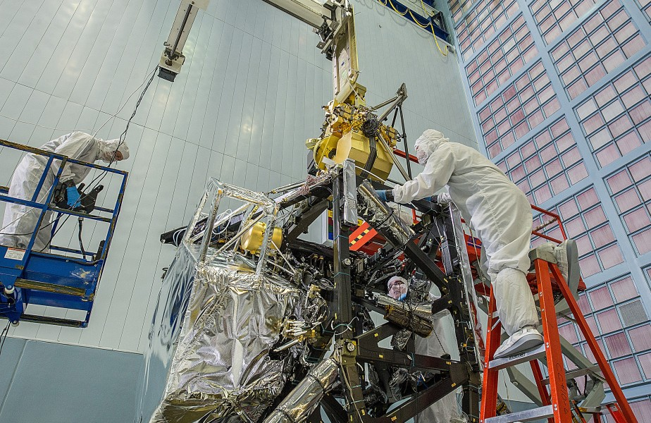 Engineers Install Near Infrared Camera into the Heart of Webb Telescope (13543822205)