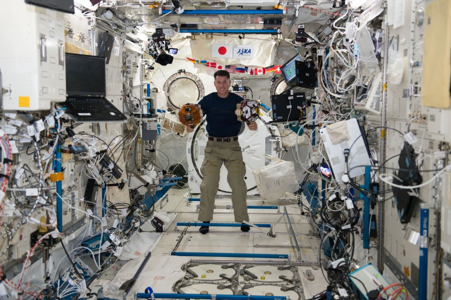 ISS-50 Shane Kimbrough with SPHERES in the Kibo lab