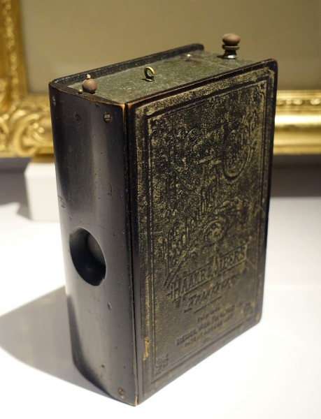 Krugener's Taschenbuch, detective's box camera in form of a hymn book, 1895-1905 AD, TM16444 - Tekniska museet - Stockholm, Sweden - DSC01434