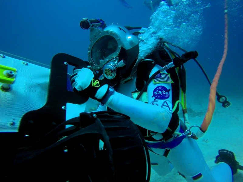 NEEMO 20 Serena Aunon moving tools and equipment on the dive plane