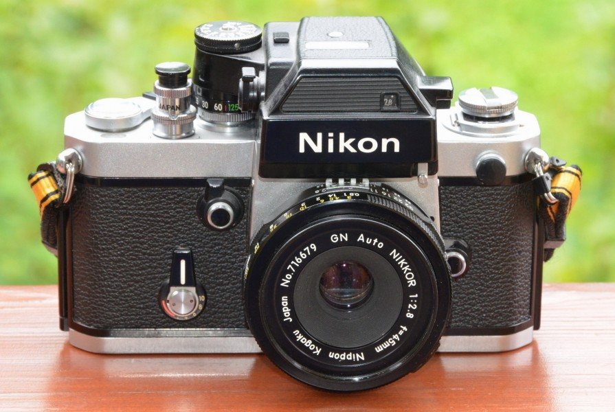 Nikon F2 SB SLR camera with GN Auto Nikkor 2,8 f=45mm lens
