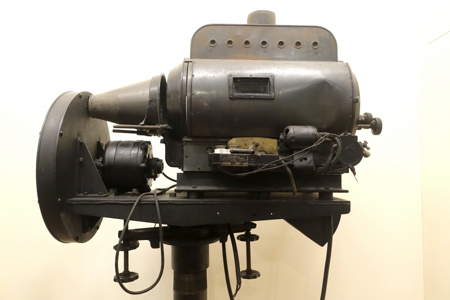 Television camera, c. 1931, made by J. E. McAuley Mfg. Company, used by Chicago television station W9XAP - Museum of Science and Industry (Chicago) - DSC06619