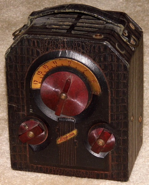 Vintage Majestic Camera-Style Portable Radio, Model 130, Broadcast Band Only (MW), 3 Tubes, Battery Powered, Made In USA, Circa 1939 (14701105659)