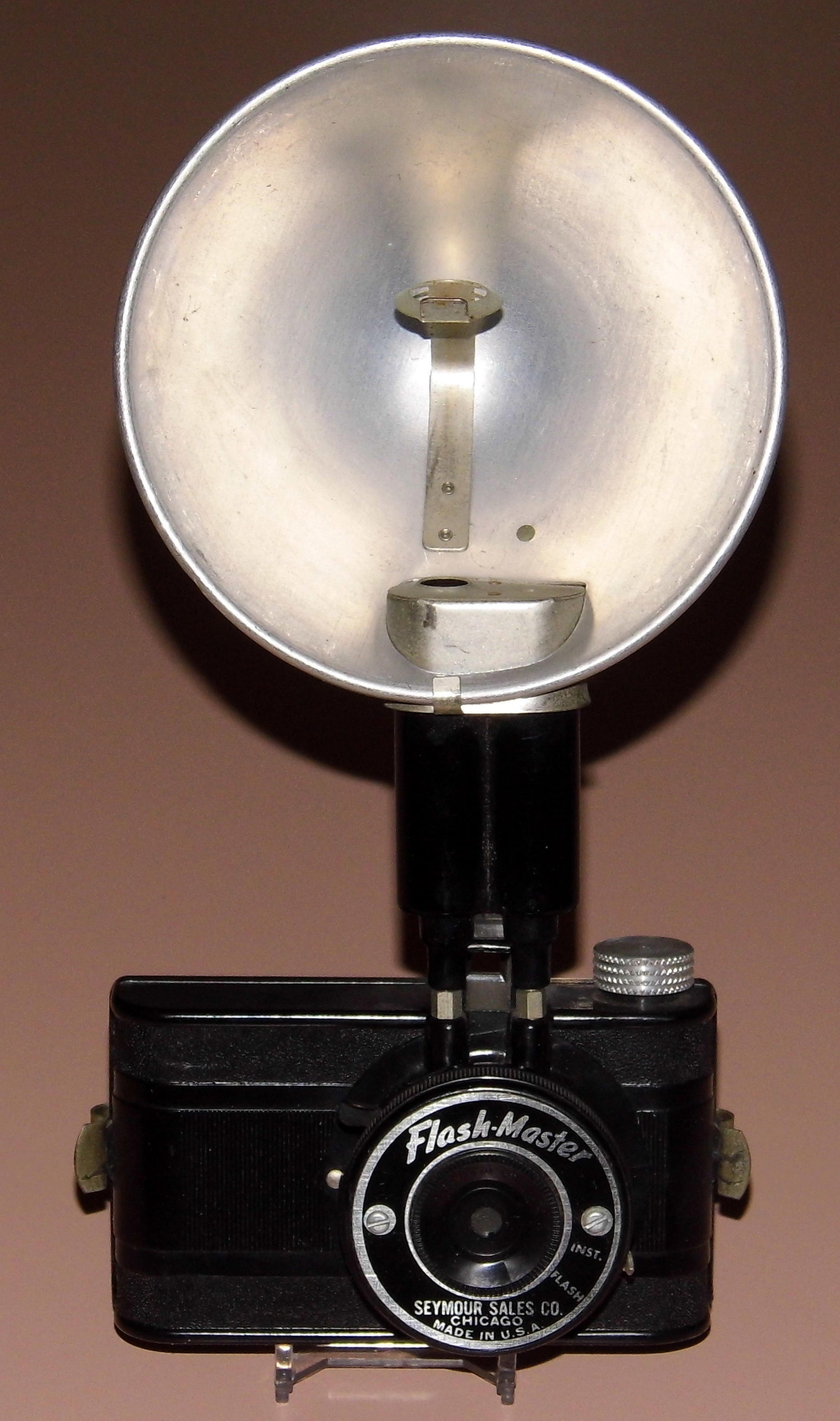 Vintage Flash-Master Camera & Flash Gun, Bakelite Viewfinder Camera Sold By Seymour Sales Co., Chicago, Uses 127 Film (13521836904)