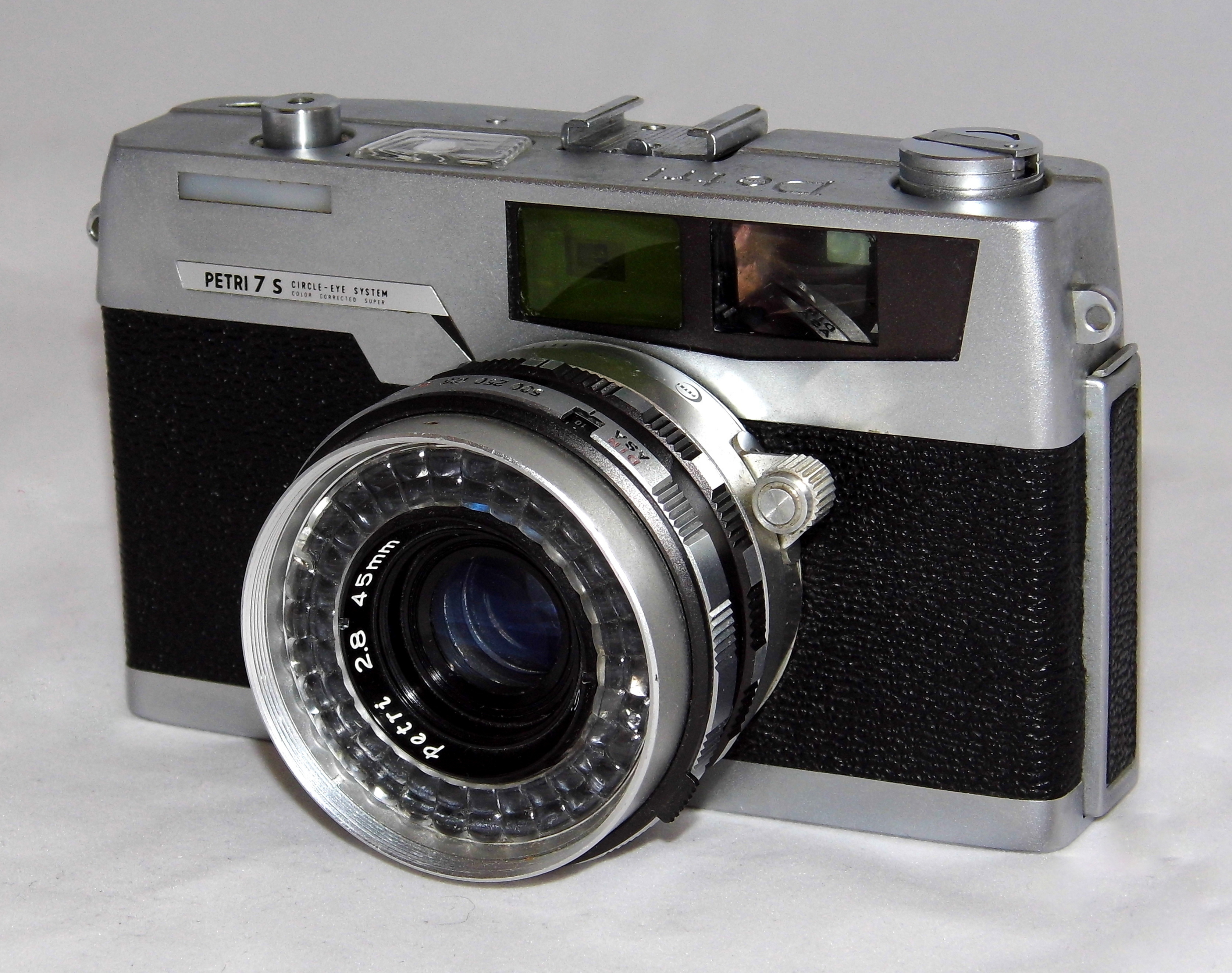 Vintage Petri 7s 35mm Film Rangefinder Camera, ATL (Around The Lens) Selenium Cell Light Meter, f2.8 Lens, Made In Japan, Produced From 1963 - 1973 (17220534782)