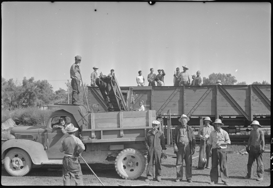 Granada Relocation Center, Amache, Colorado. Coal loading machine in operation at Granada Relocatio . . . - NARA - 537313