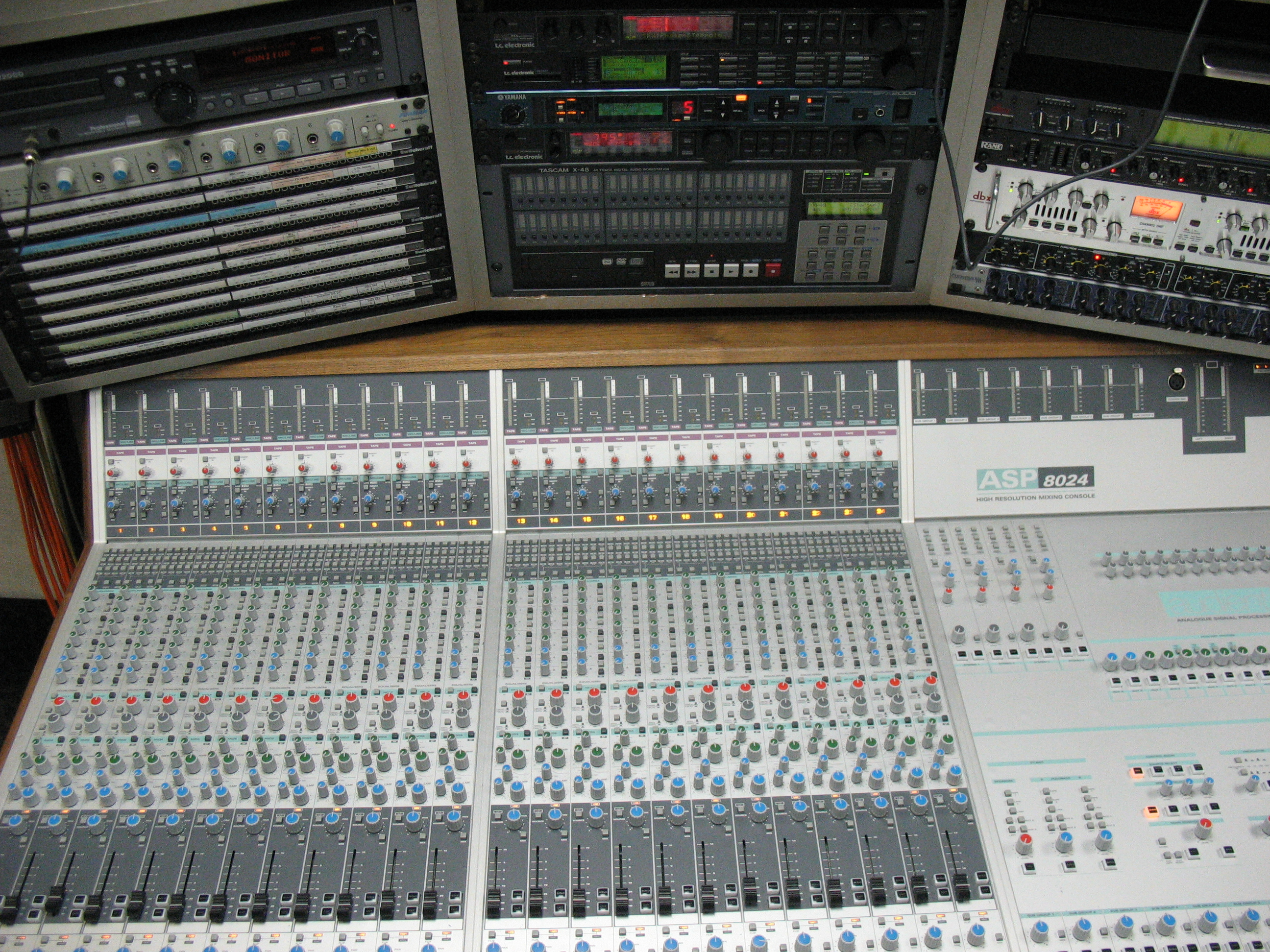 Audient ASP8024 for mixing