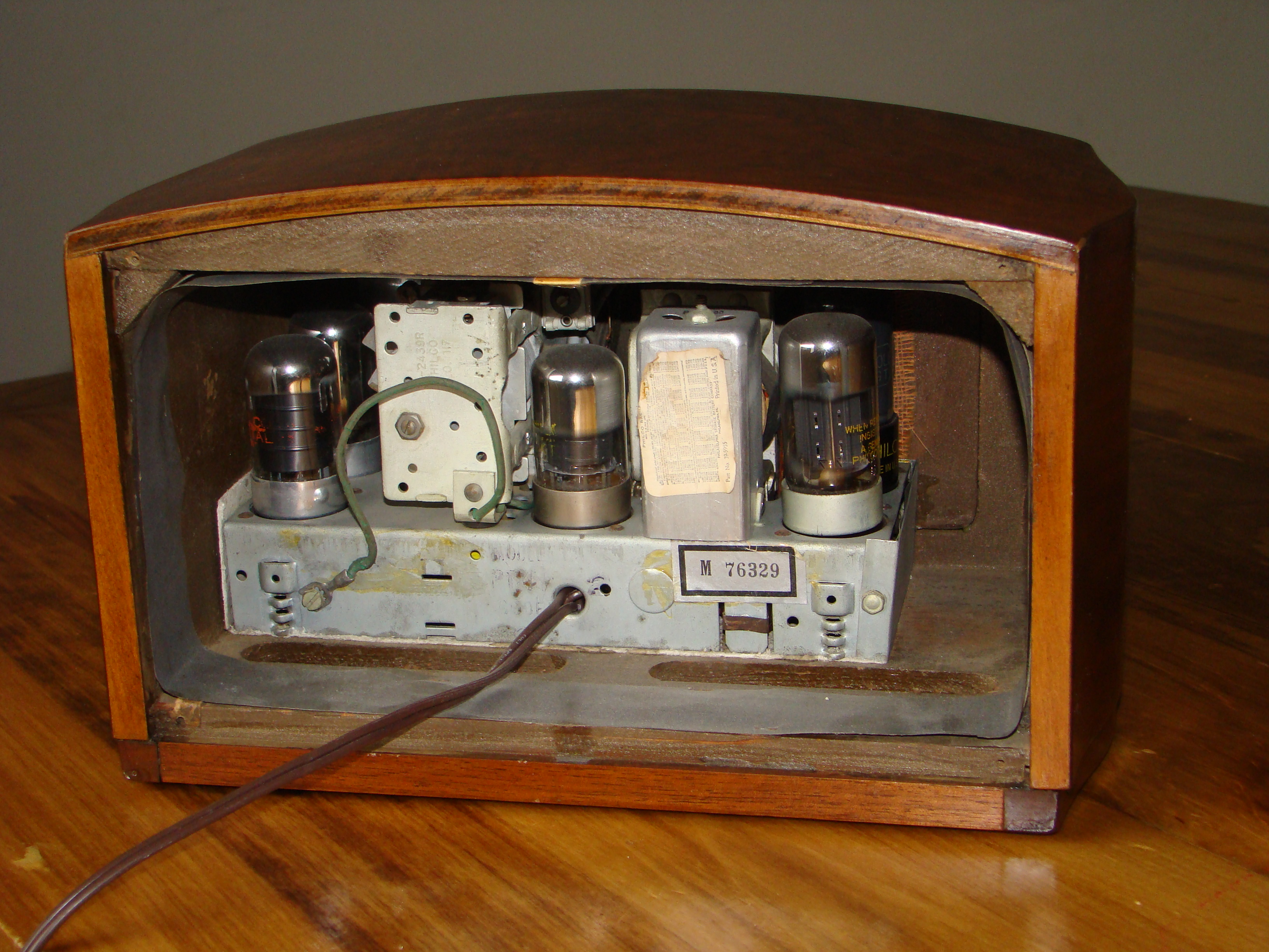 Philco radio model PT44 back cover removed