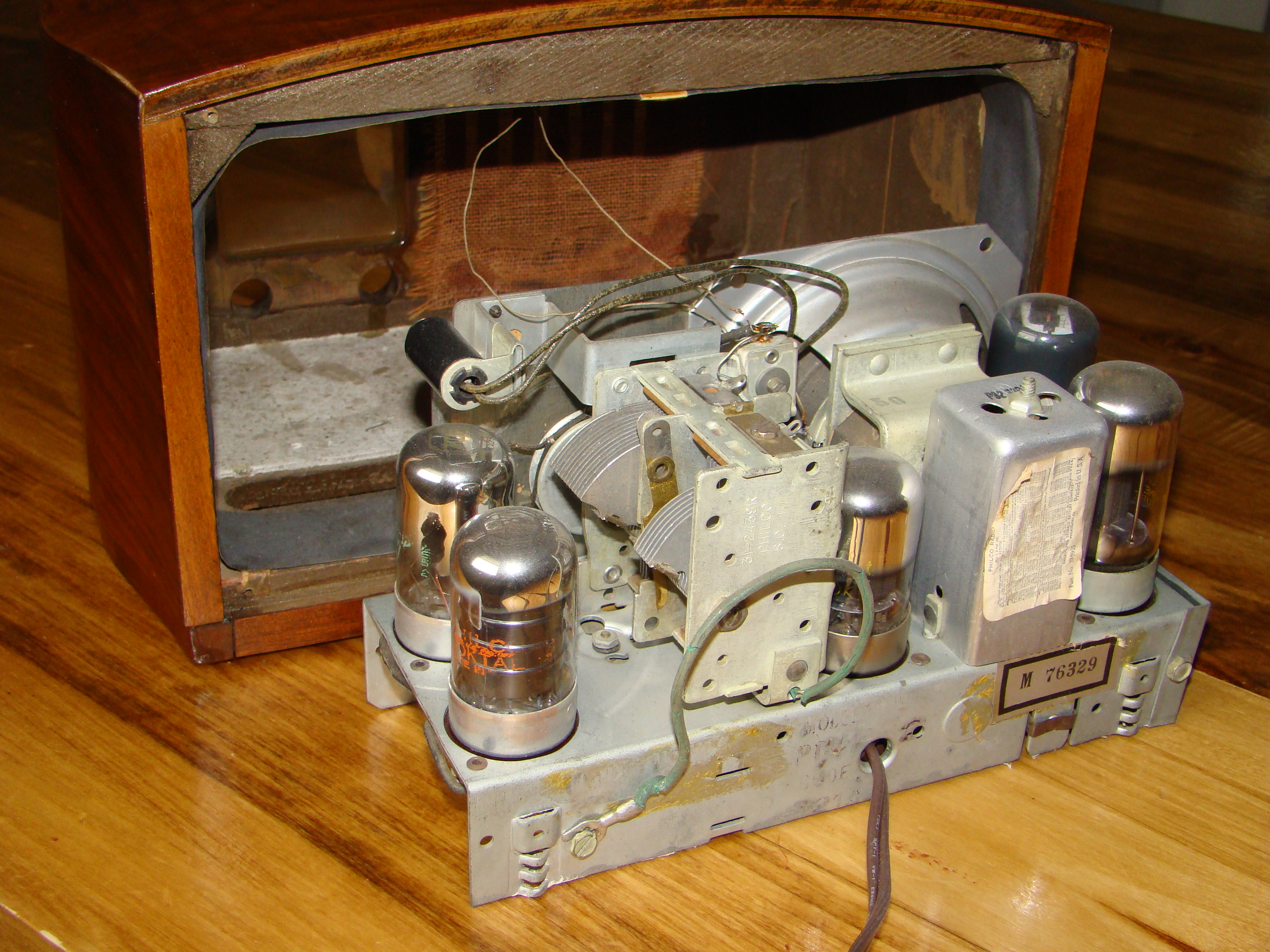 Philco radio model PT44 chassis back
