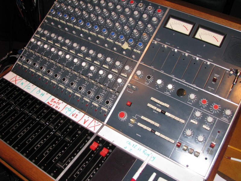 Neve 5302 Melbourn 12ch 2group mixing console