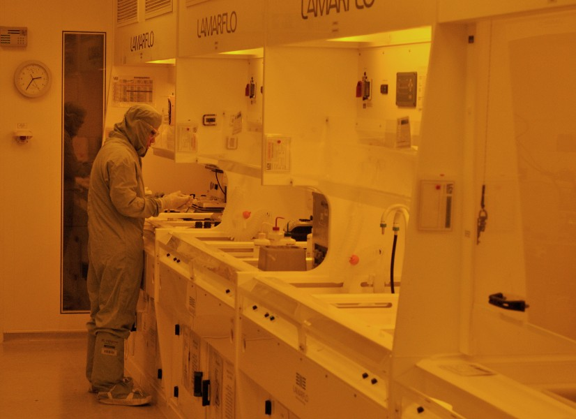 Scientist in the LCN cleanroom photolithography lab