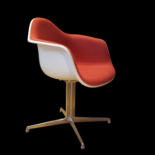 Eames chair-IMG 4624
