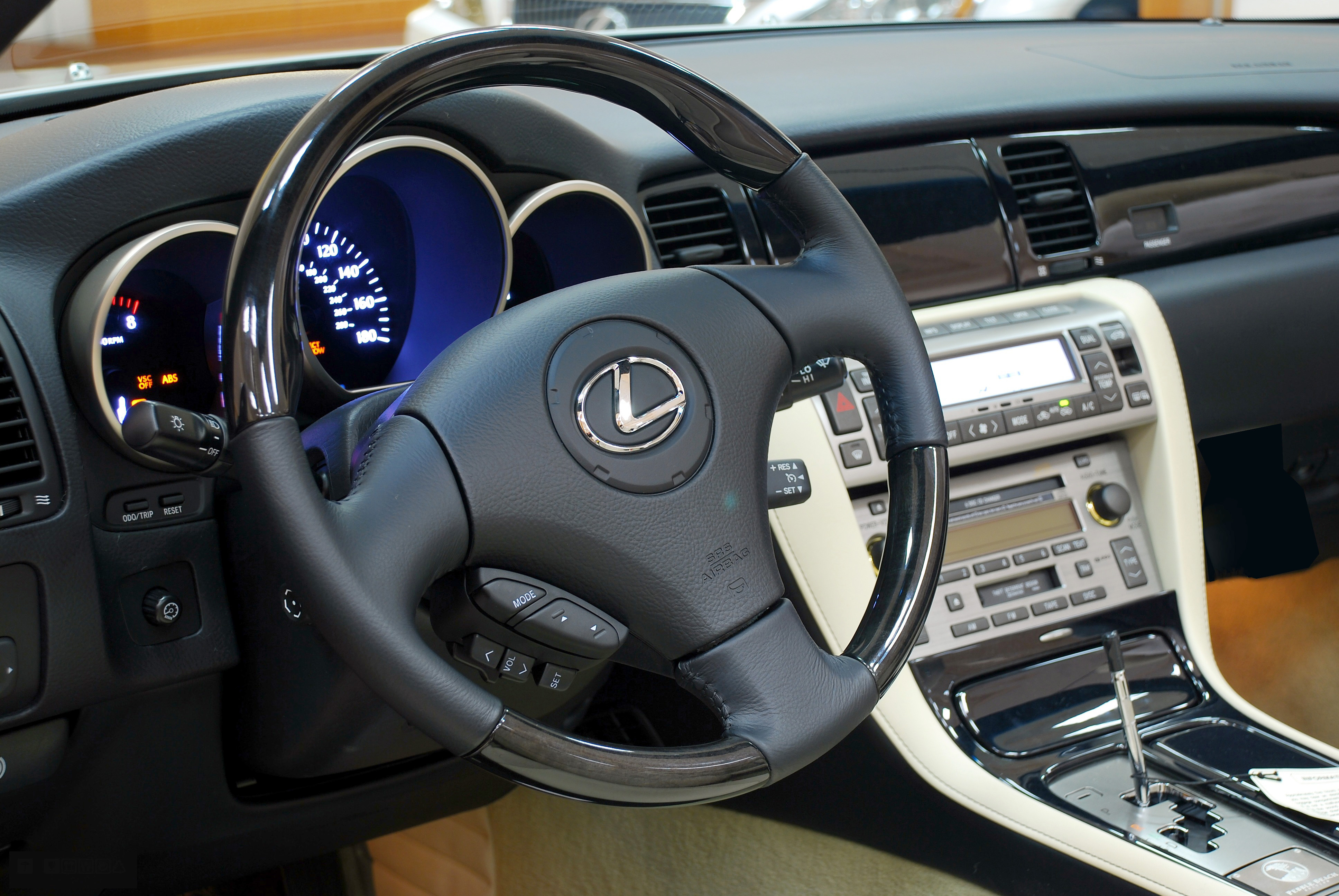 Lexus-SC 430 forward interior