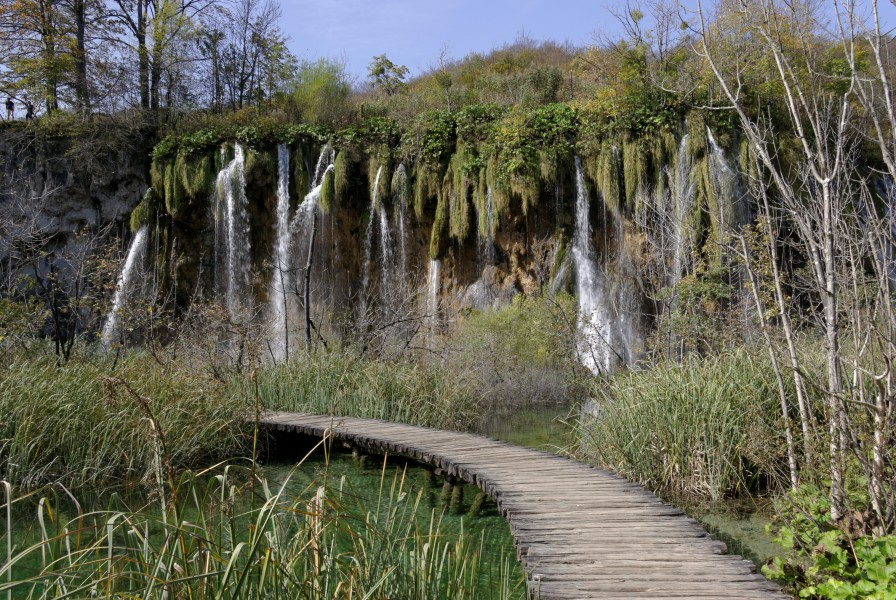 Plitvice Lakes National Park BW 2014-10-13 13-05-32 1