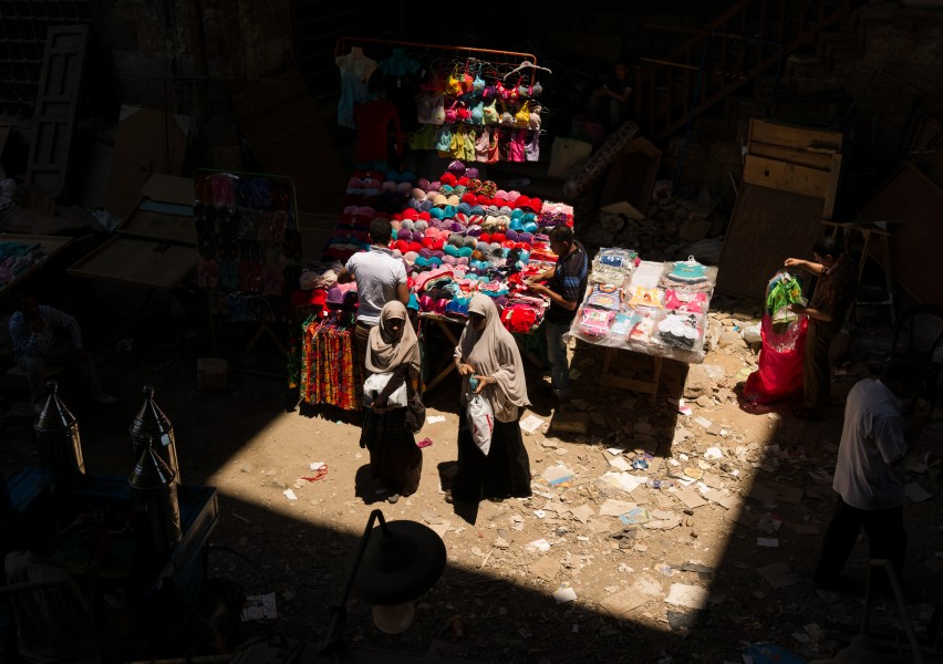 Shopping in the spotlight (Cairo)