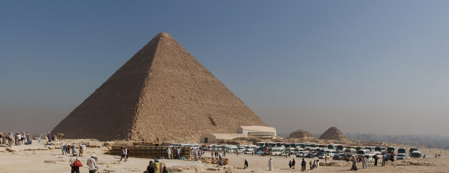 Tourist buses and the Great Pyramid of Giza