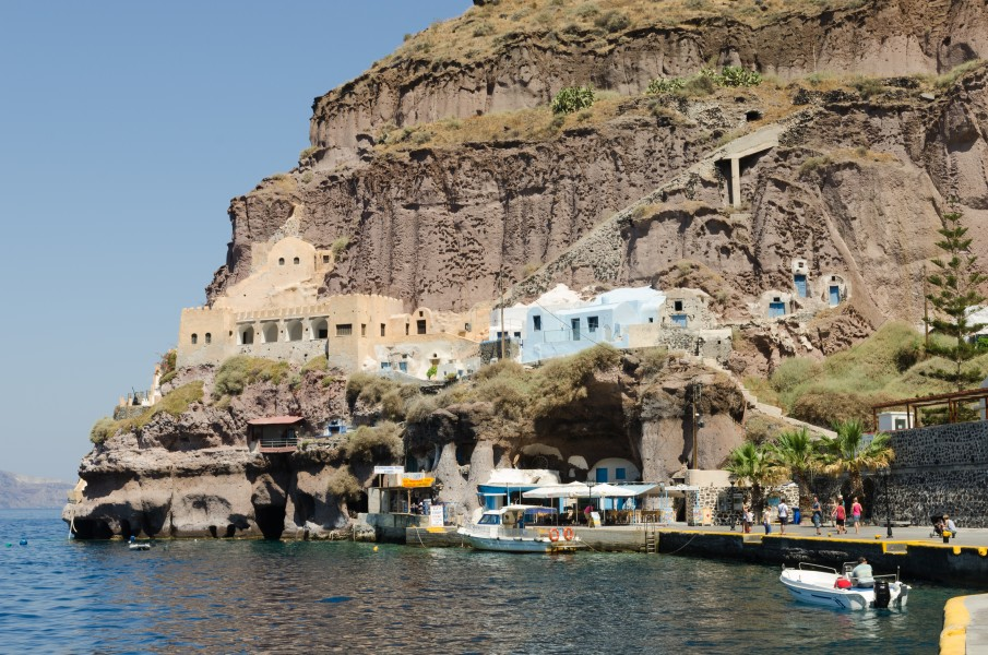 Traditional cave houses at Mesa Gialos - old harbour of Fira - Santorini - Greece - 03