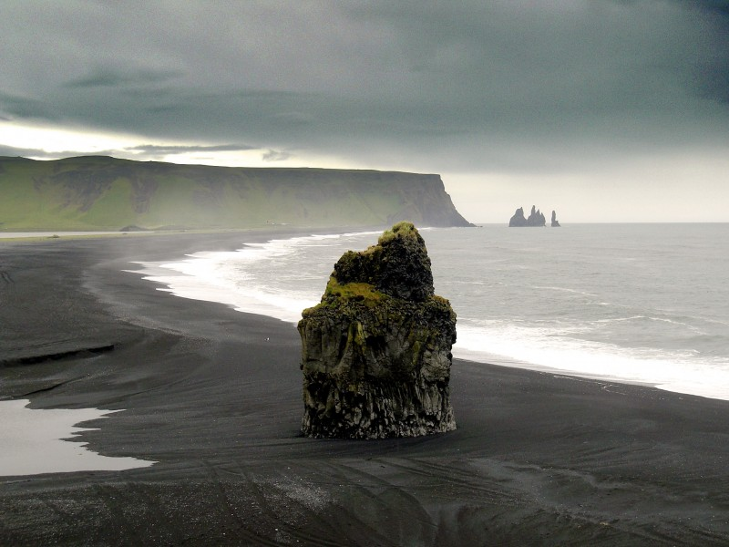 Between waters, Iceland