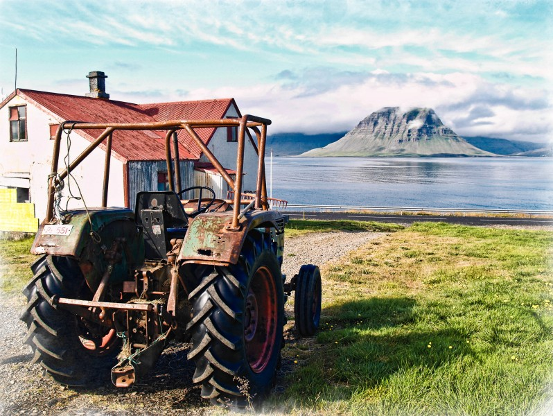 Tractor, house and Kirkjufell