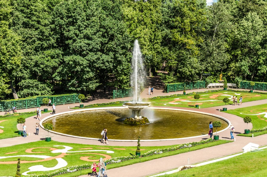 Bowl Fountain (French) in the Lower Park of Peterhof