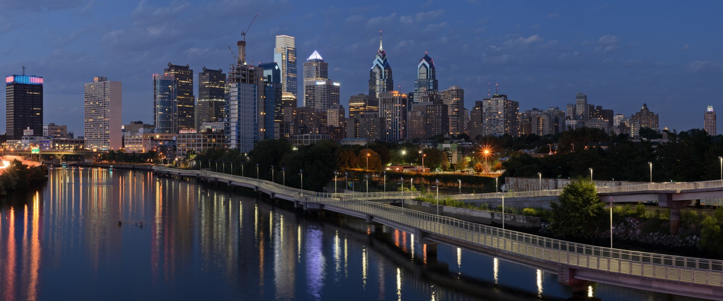 Philadelphia from South Street Bridge July 2016 panorama 3