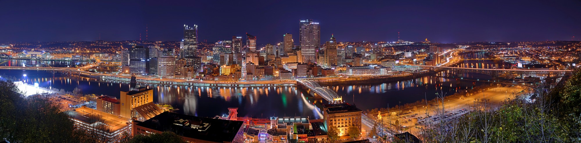 Pittsburgh skyline panorama at night