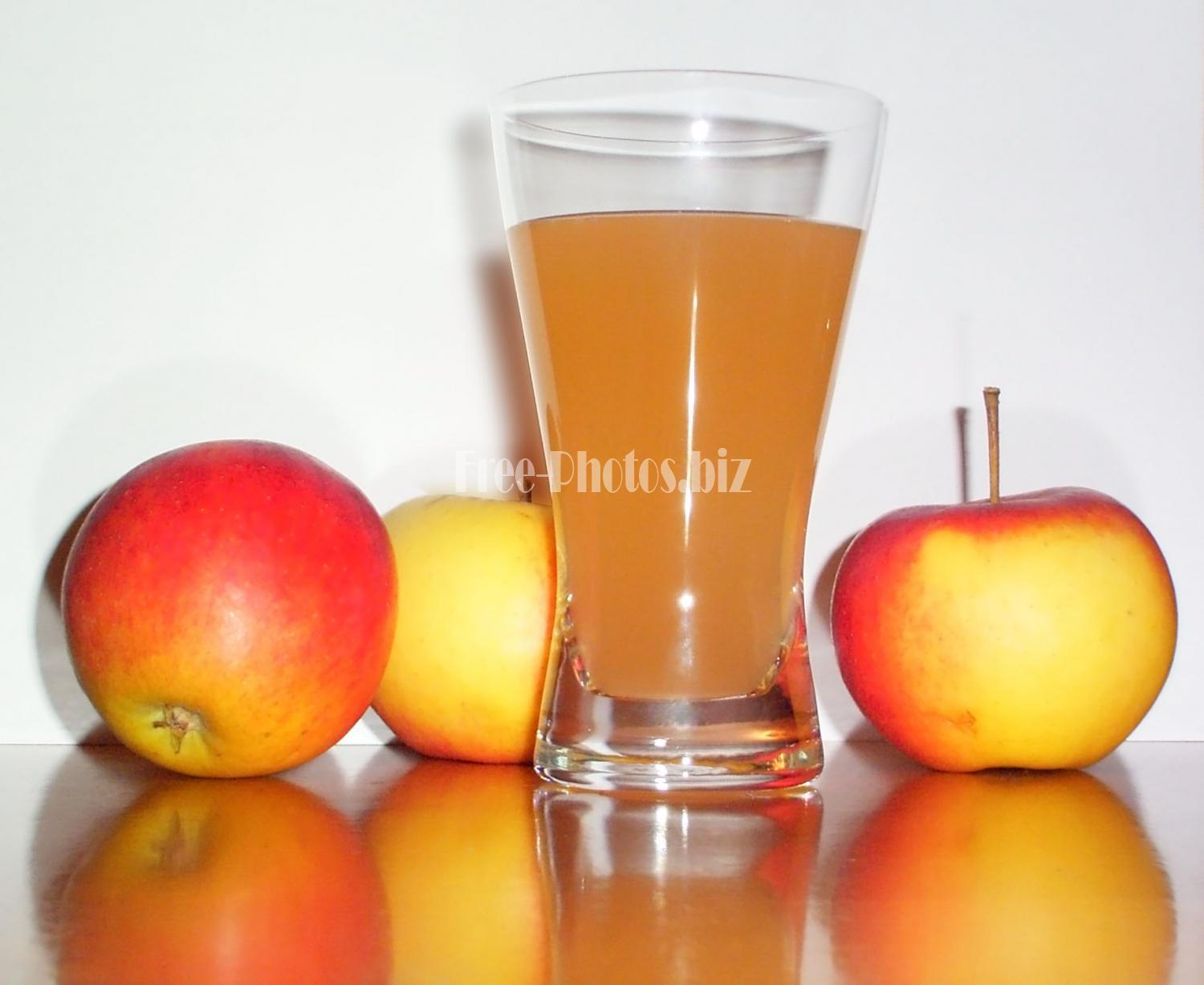 Apple juice with 3 apples