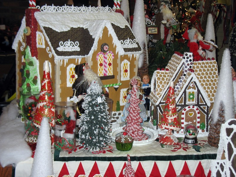 Gingerbread houses at Dundee Gardens