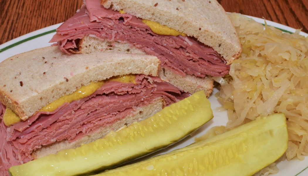 Mmm... corned beef on rye with a side of kraut (7711551990)