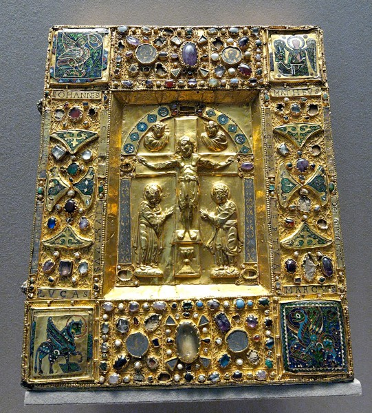 Reliquary-box crucifixion Louvre MR349