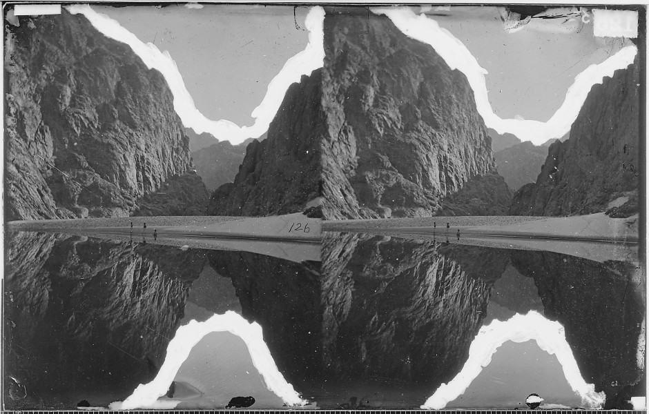 VIEW DOWN BLACK CANYON FROM MIRROR BAR, THE WALLS REPEATED BY REFLECTION, COLORADO RIVER - NARA - 523897