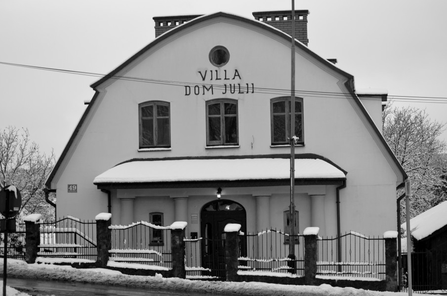 2015 Black and white Villa Julii