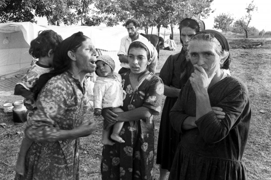 Azerbaijani refugees from Karabakh during the war 9