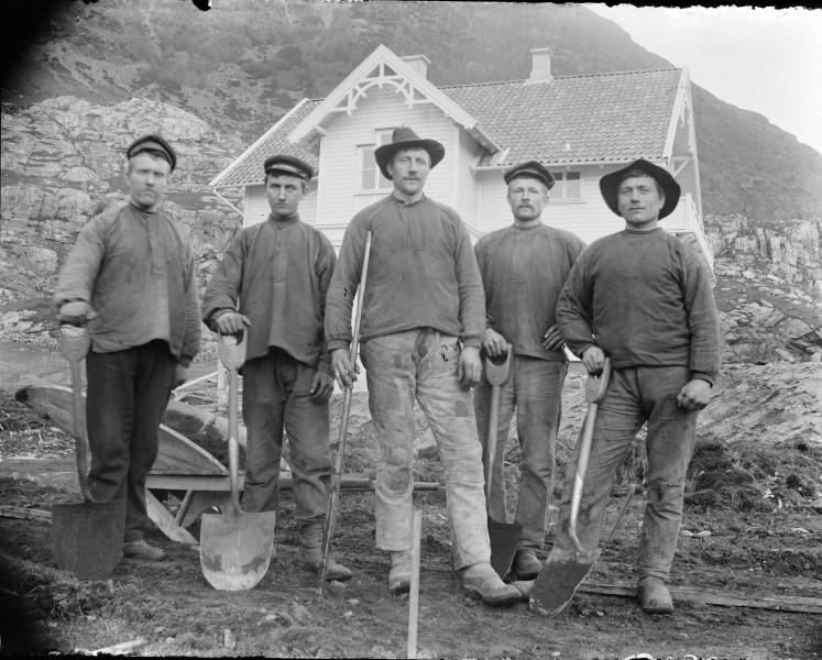 Group of workers (4545517238)