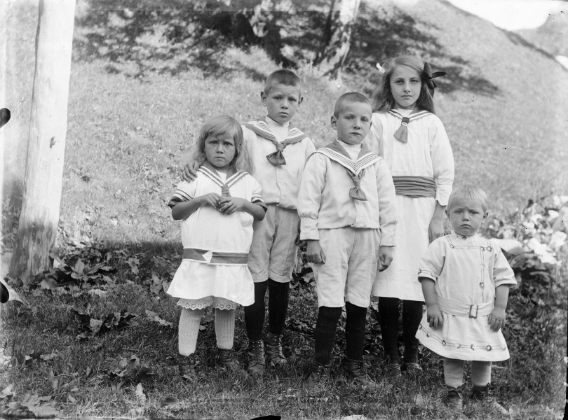 The Høidahl-children ca. 1917 (4597734479)