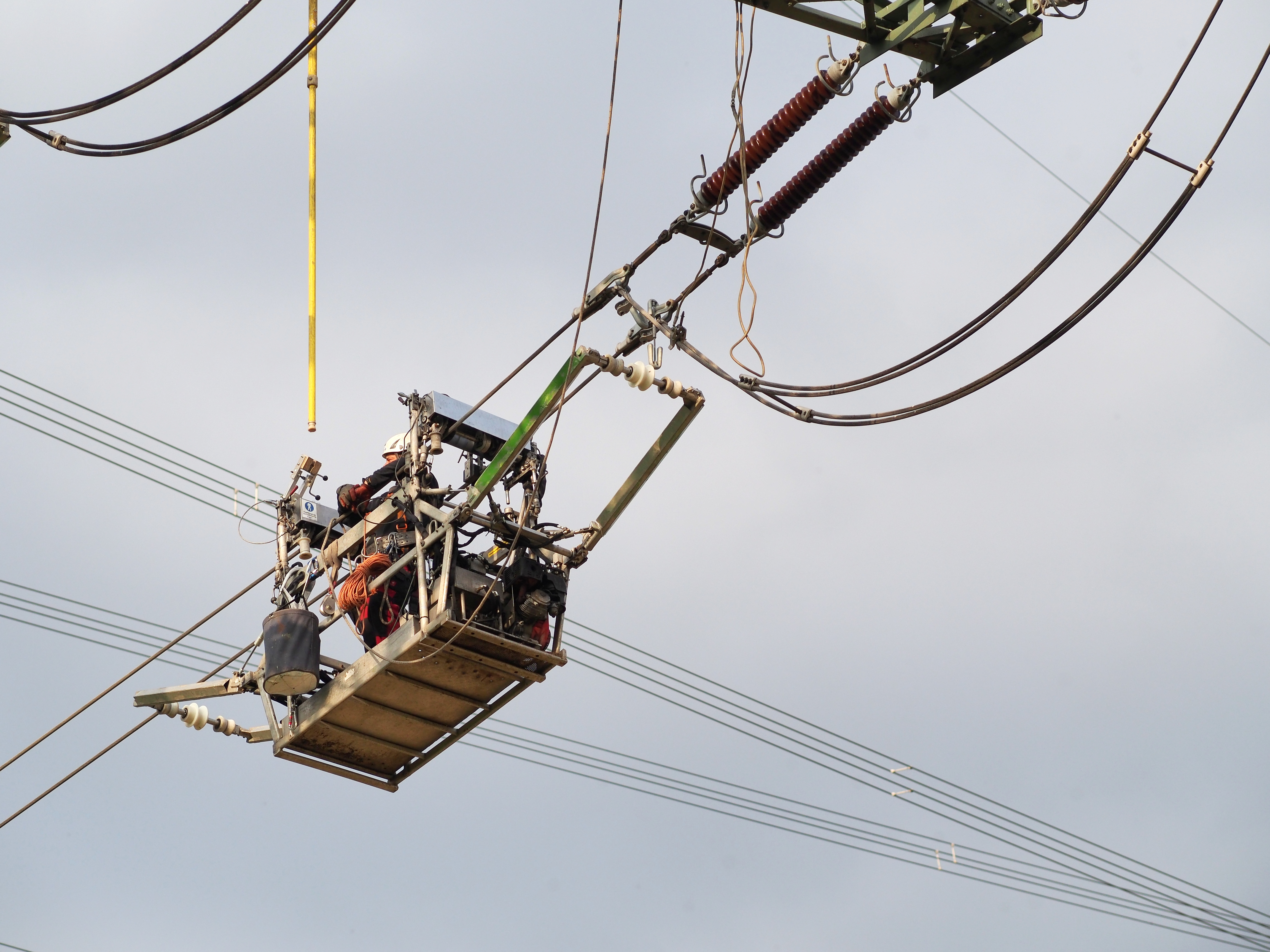 2013-cable-trolley-power-line-maintenance-1