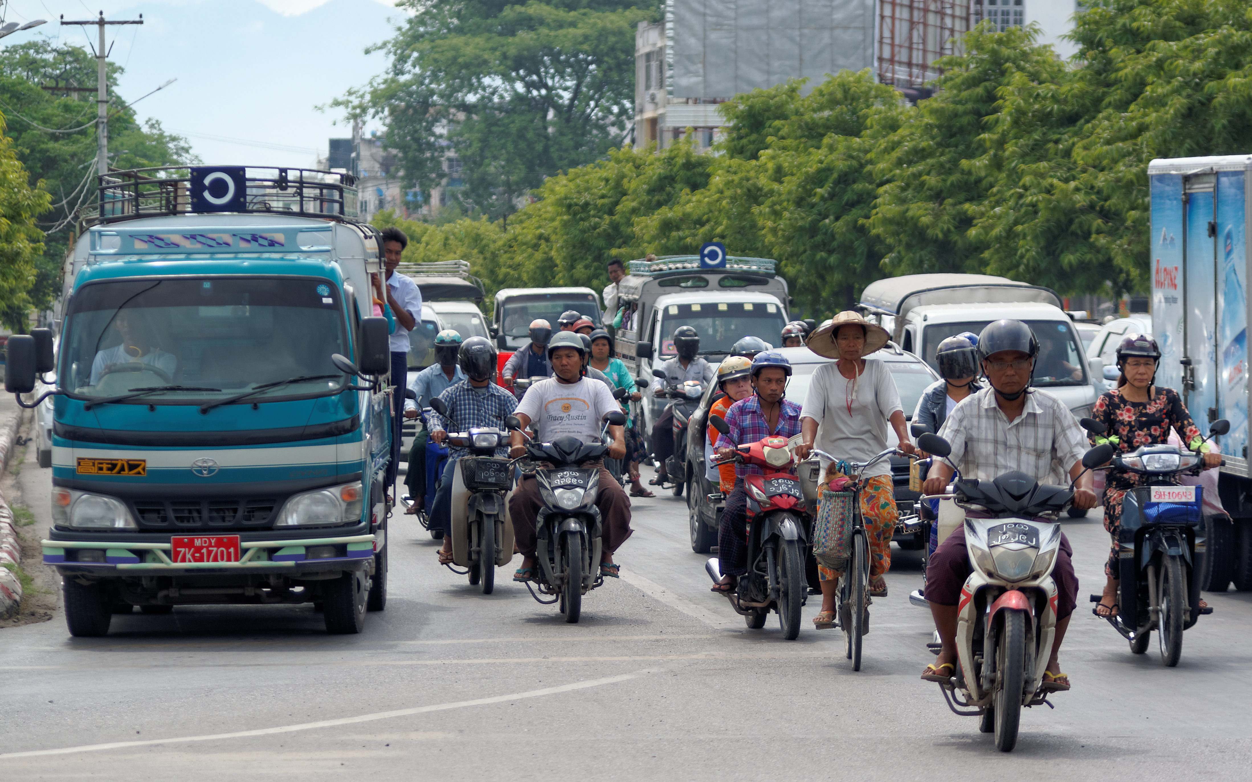 20160729 traffic in Mandalay 5761
