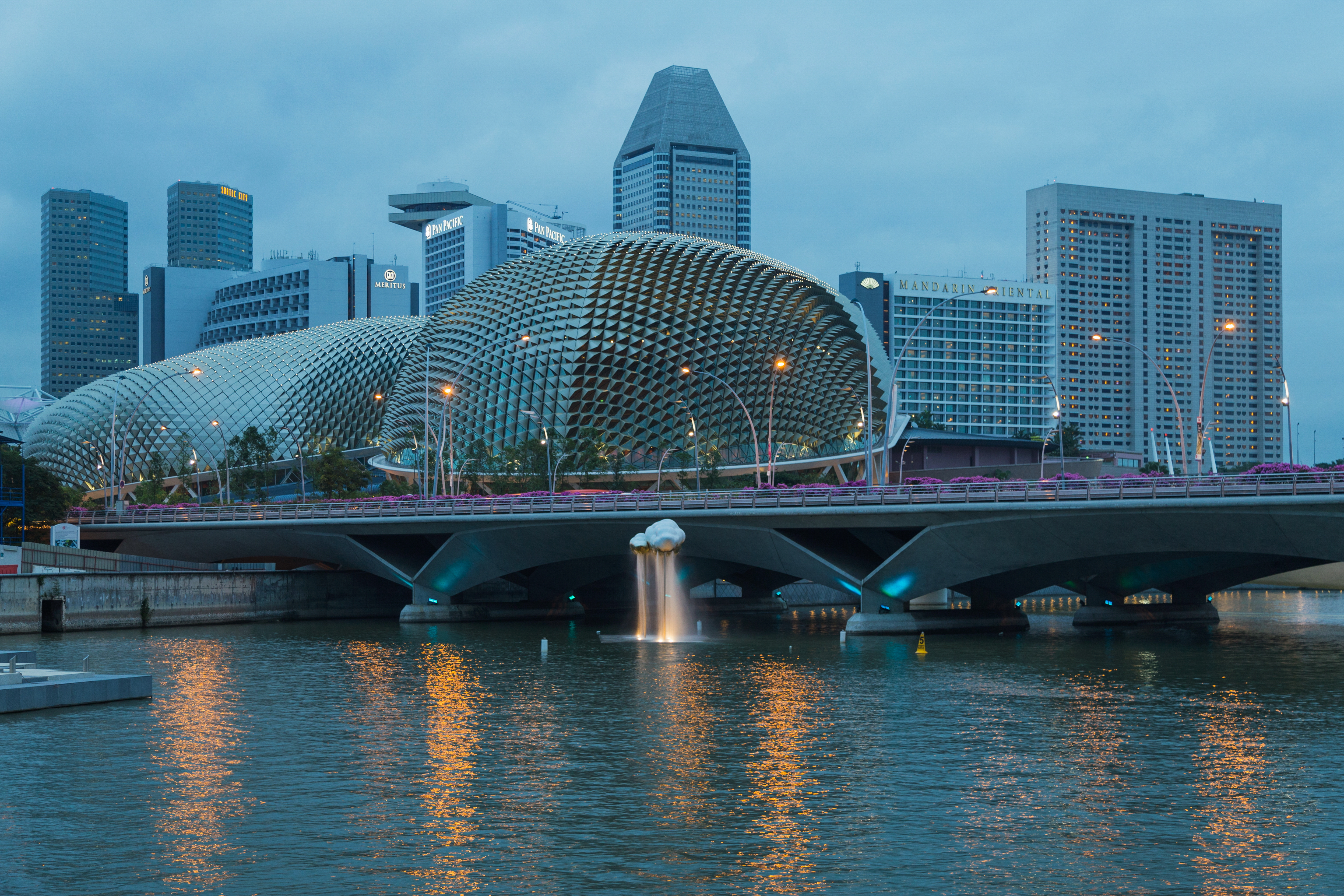 2016 Singapur, Downtown Core, Esplanade – Theatres on the Bay (06)