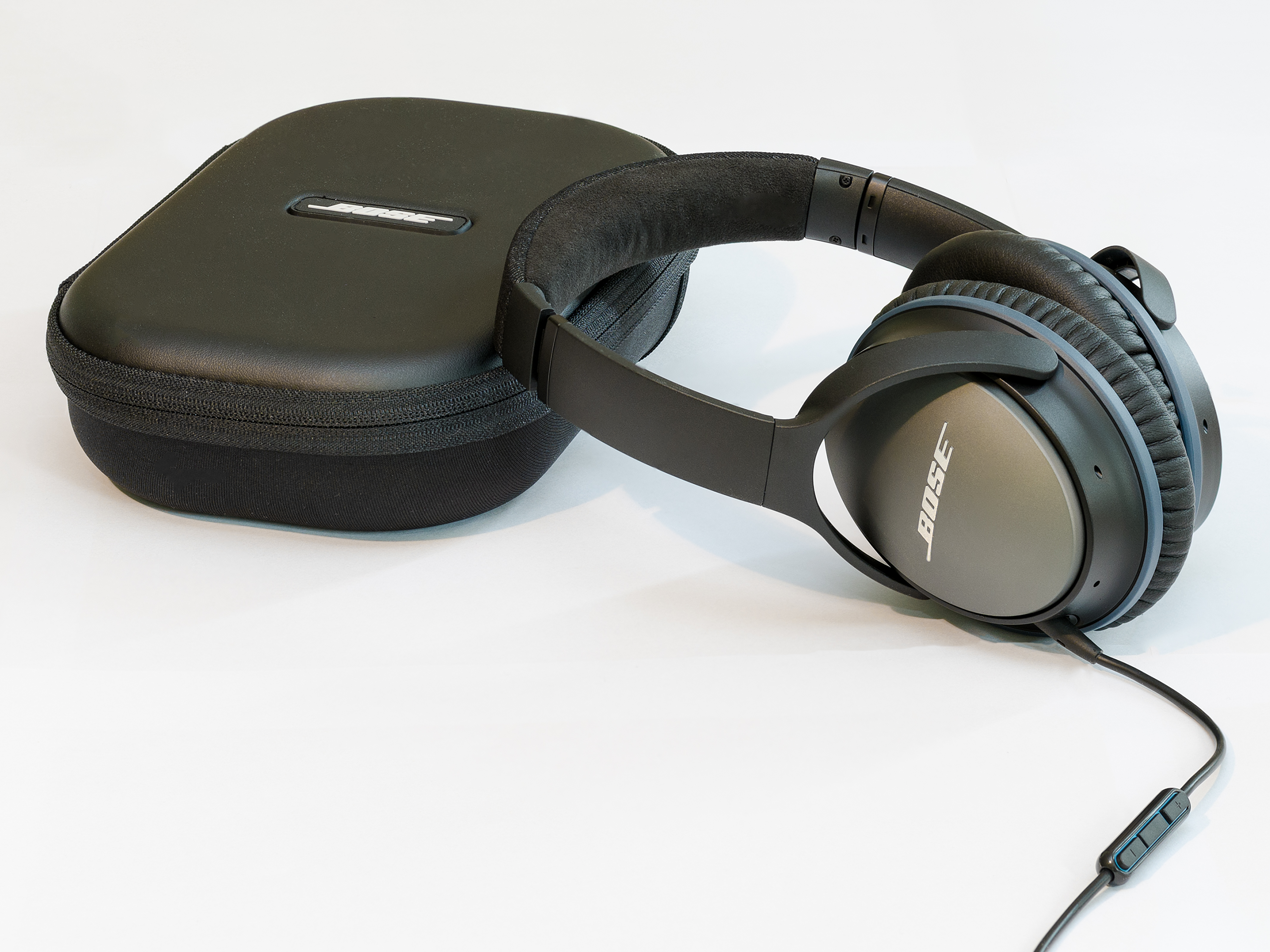 Bose QuietComfort 25 Acoustic Noise Cancelling Headphones with Carry Case
