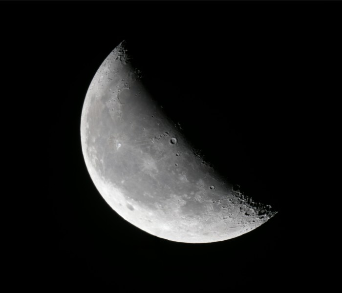 2011-11-19-Waning crescent moon