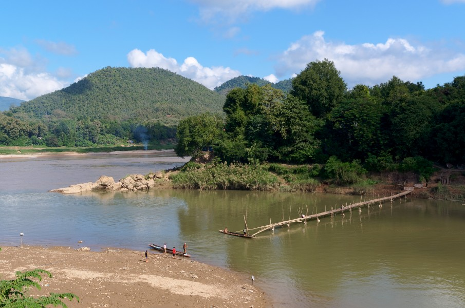 20171111 Bamboo bridge under construction Luang Prabang Laos 1193 DxO